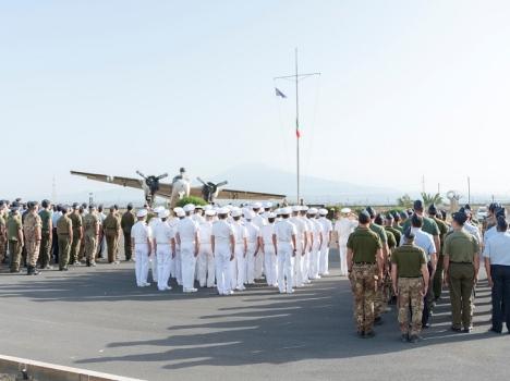 41° Stormo – A Sigonella cerimonia dell'alzabandiera con dedica alla Marina Militare