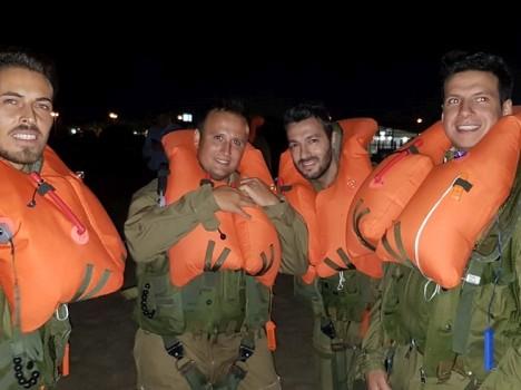 41°Stormo – Esercitazione di sopravvivenza in mare notturna, piloti ed operatori di bordo del 41° Stormo di Sigonella