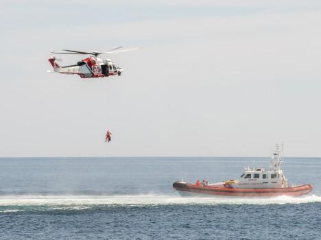 GUARDIA COSTIERA – Santa Marinella: la Guardia costiera si esercita al soccorso in mare davanti ai piccoli pazienti dell'Ospedale pediatrico Bambino Gesù