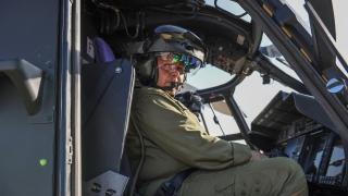 primo-piano-sul-pilota-collaudatore-con-casco