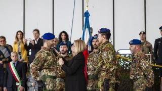 4.-La-Madrina-del-3-REOS-appunta-i-gradi-al-nuovo-Comandante