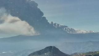 Eruzione vista dal lato Taormina