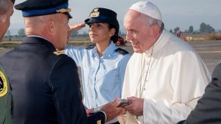 Sigonella l'arrivo di Papa Francesco in Sicilia (1)