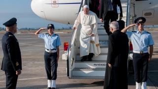 Sigonella l'arrivo di Papa Francesco in Sicilia (10)