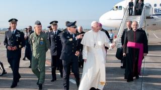 Sigonella l'arrivo di Papa Francesco in Sicilia (2)