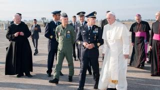 Sigonella l'arrivo di Papa Francesco in Sicilia (3)