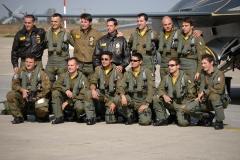 foto di gruppo con il Col. Roberto Di Marco ex Comandate del 5 stormo ei suoi piloti