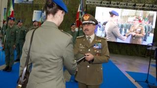 68°Anniversario-dellAviazione-Esercito-Consegna-del-Diario-Io-sono-un-soldato-da-parte-del-Capo-di-SME