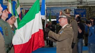 68°Anniversario-dellAviazione-Esercito-lo-Stendardo-del-4°-reggimento-ALTAIR-decorato-di-Medaglia-di-Bronzo-al-Valore-dellEsercito-