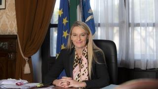 Il-Sottosegretario-alla-Difesa-Senatrice-Stefania-Pucciarelli