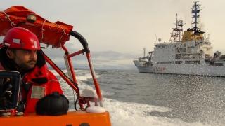 3 - HN17 - Idrobarca con nave Alliance sullo sfondo