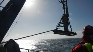 3 - HN17 - Recupero del box corer in controluce su nave Alliance